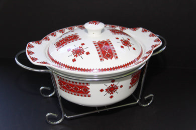large round casserole with rack
