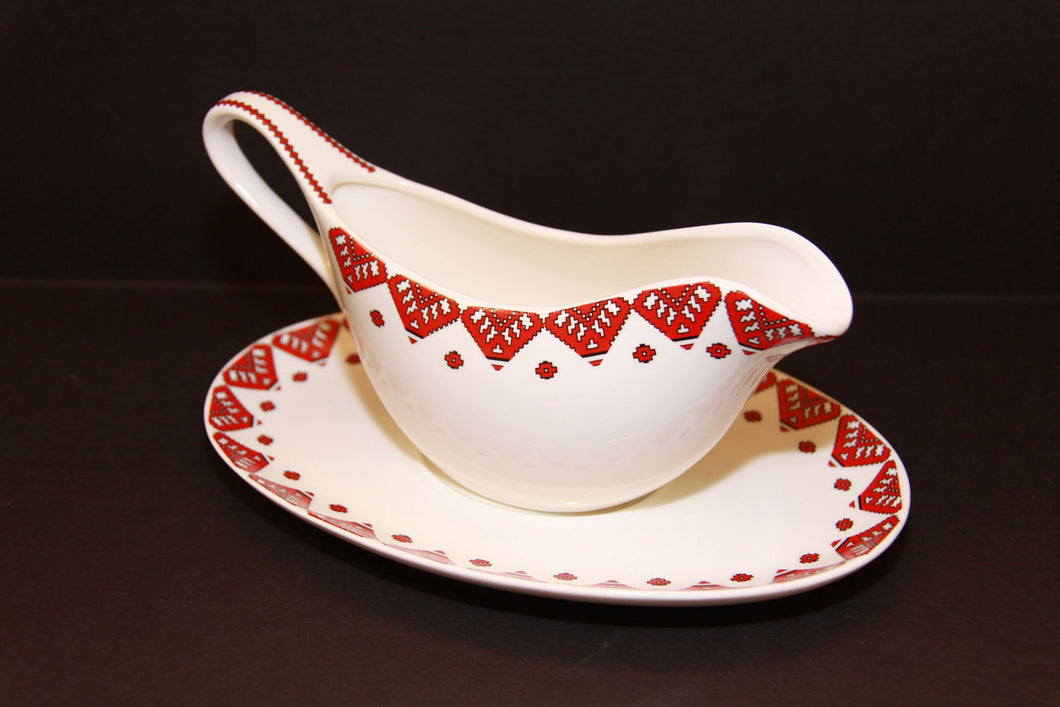 traditional gravy boat & tray