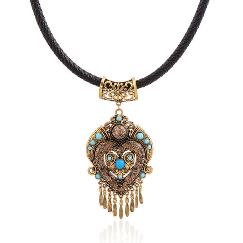Regal Heart - Women's Vintage Pendant Necklace