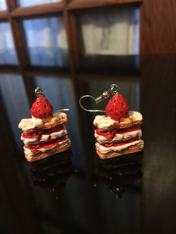 Cake Earrings - Strawberry Shortcake