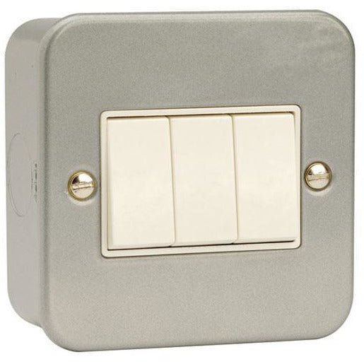 Click Metal Clad 10AX 3 Gang 2 Way Plate Switch (CL013)