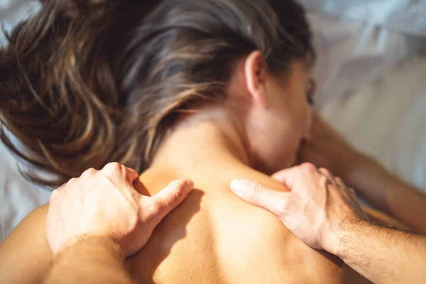 How to give oil massage