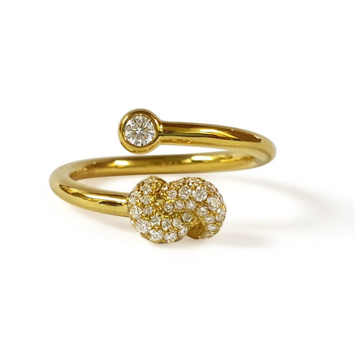 Mini Knot Ring in Yellow Gold with Diamonds on Knot