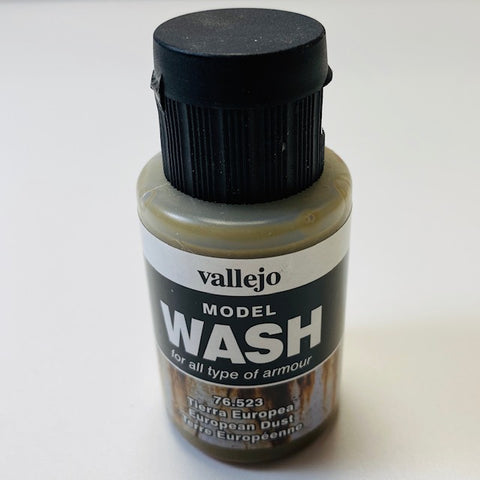 Vallejo Model Wash For All Type Of Amour European Dust 76.523 35ML.