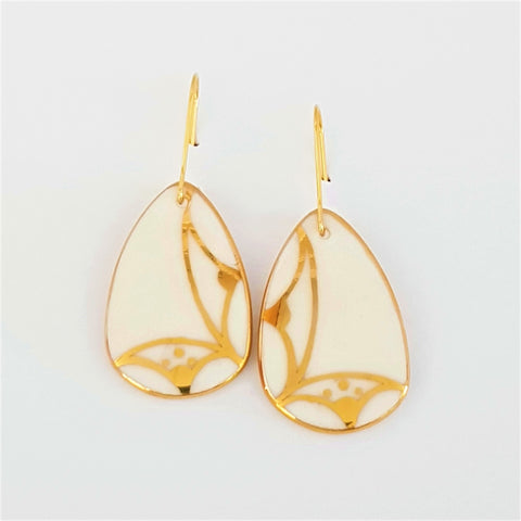 Dangle earrings classic white with gold linework