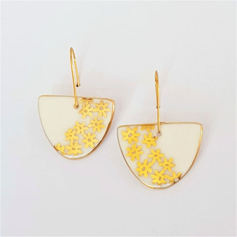 White porcelain D shaped dangle earrings with gold daisies