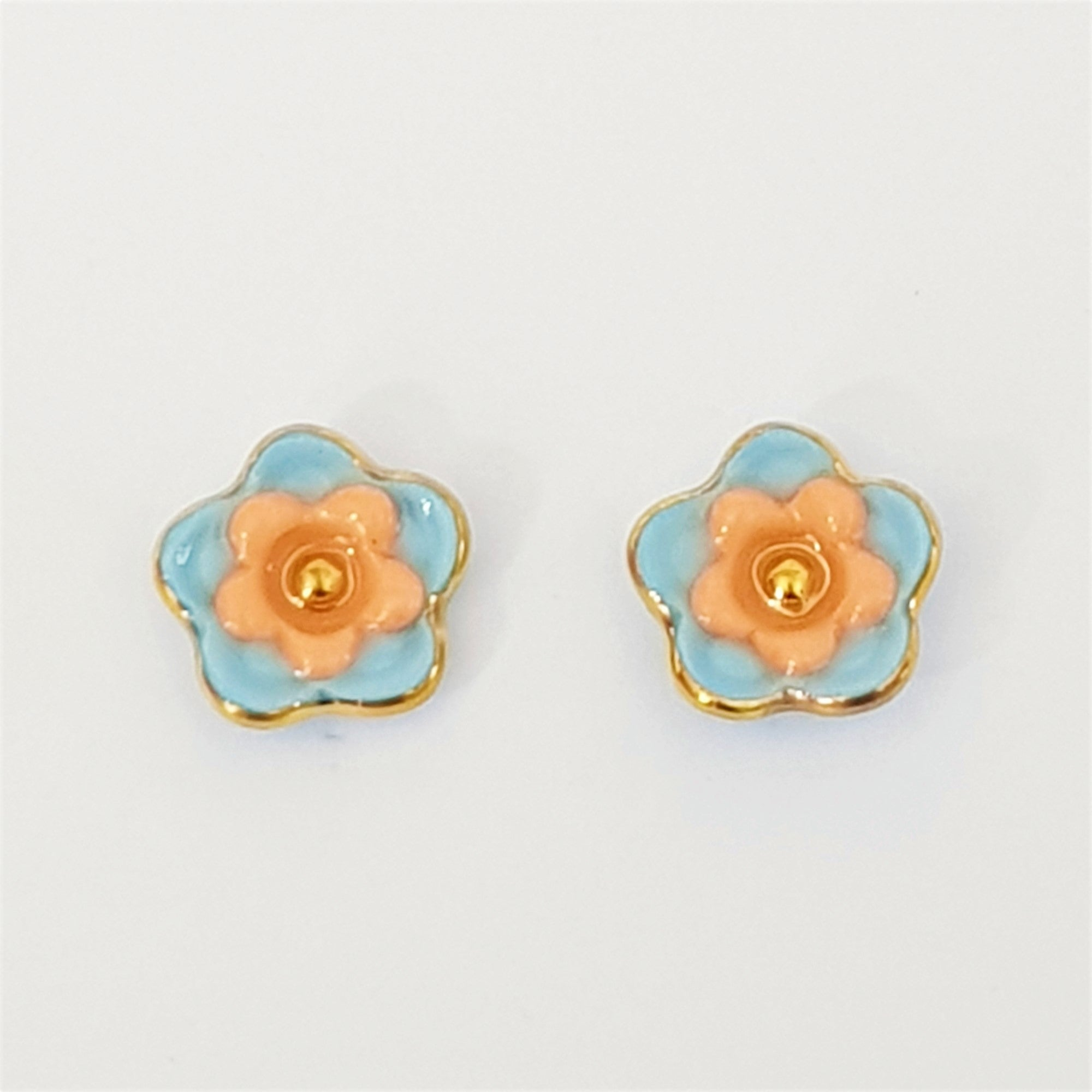 Floral collective studs in light blue and mandarin.