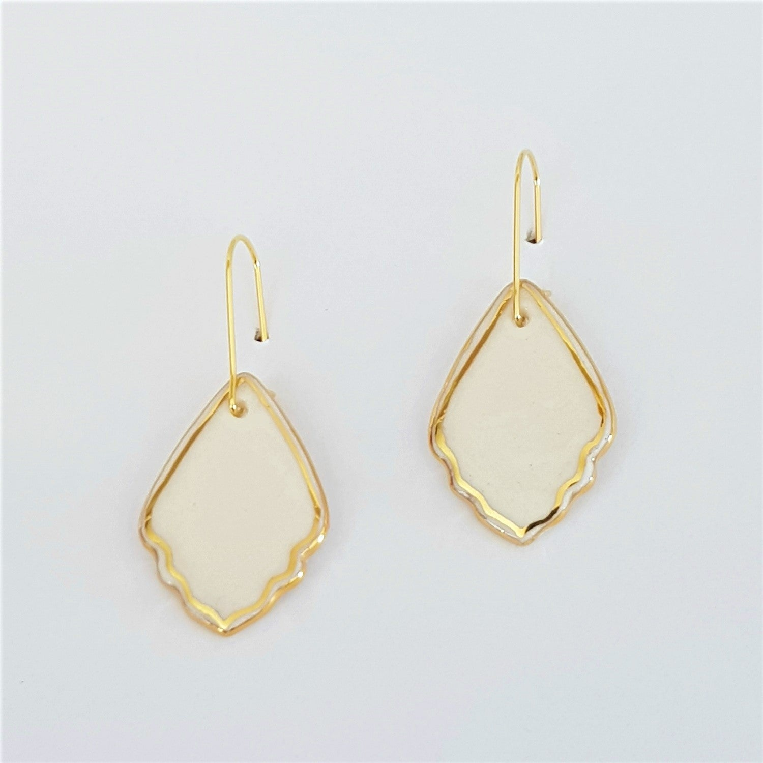 Frill mini dangle earrings with gold lustre