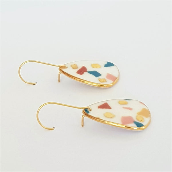 Mini dangle earrings in white porcelain with terrazzo and gold