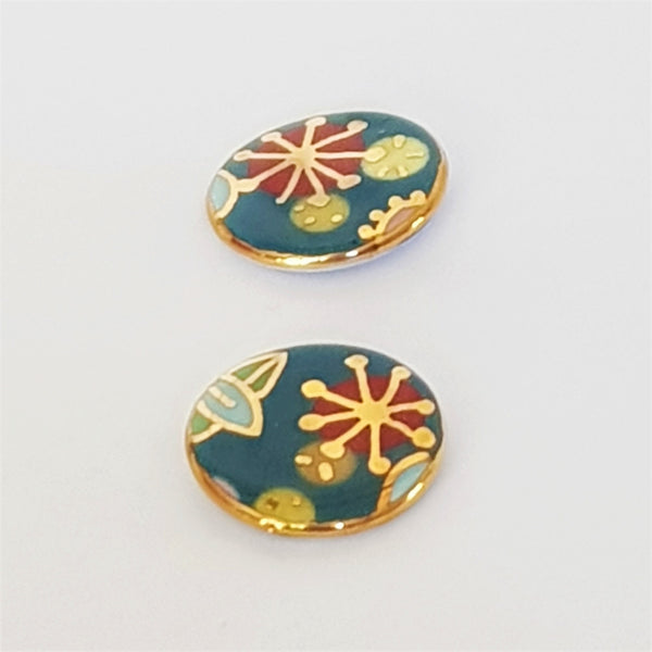 "Teal ""Straya"" stud earrings with floral design in 22kt gold"