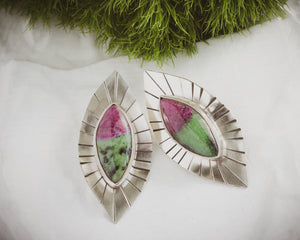 Feminie Yoni Earrings