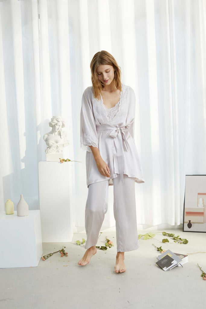 Smoothed morning lace-trimmed Silk-satin Robe