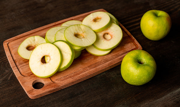 How to feed your dog apples