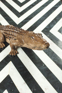 Crocodil decorativ din rășină
