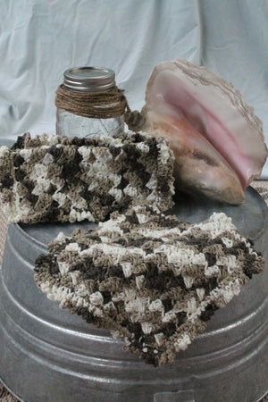 Washcloth with Ruffle. Brown and Ecru