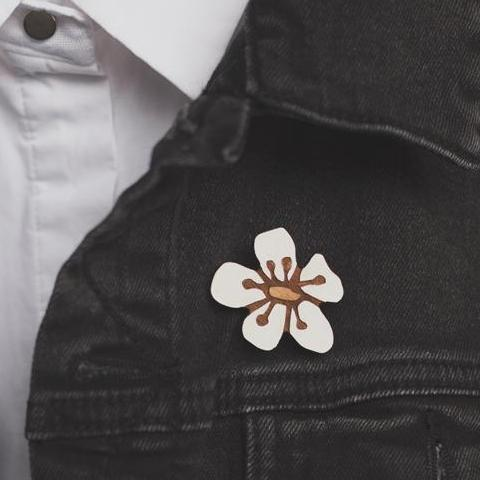 Manuka Flower Brooch (Reclaimed Rimu)