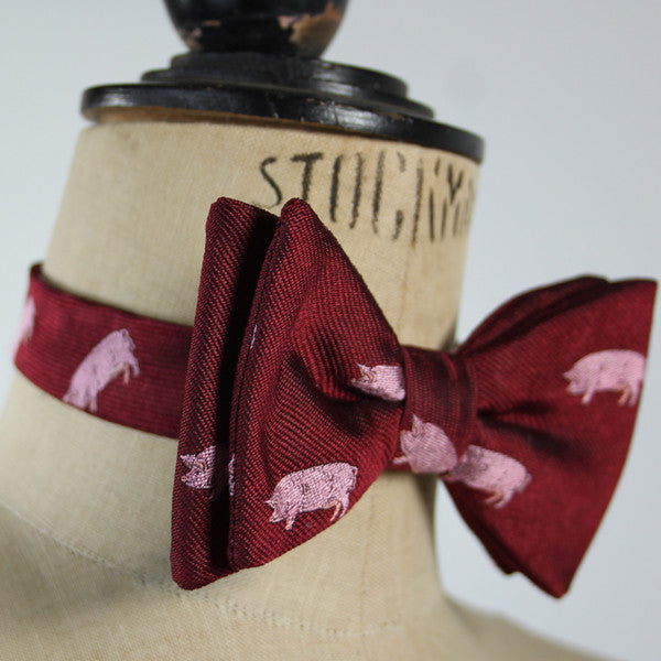 Bow Tie - Pigs on Maroon
