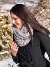 Load image into Gallery viewer, Chunky Infinity scarf