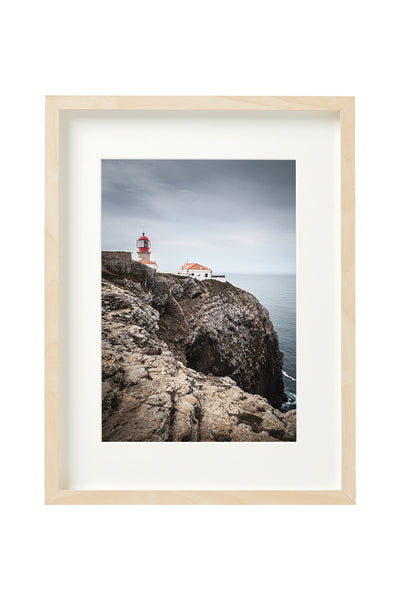 Vertical photo of the lighthouse in Cabo de São Vicente, shown in a boxed frame.