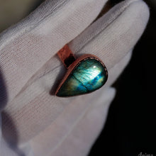 Load image into Gallery viewer, Electroformed Labradorite Ring 9.5US | Stackable Copper Ring with Stone