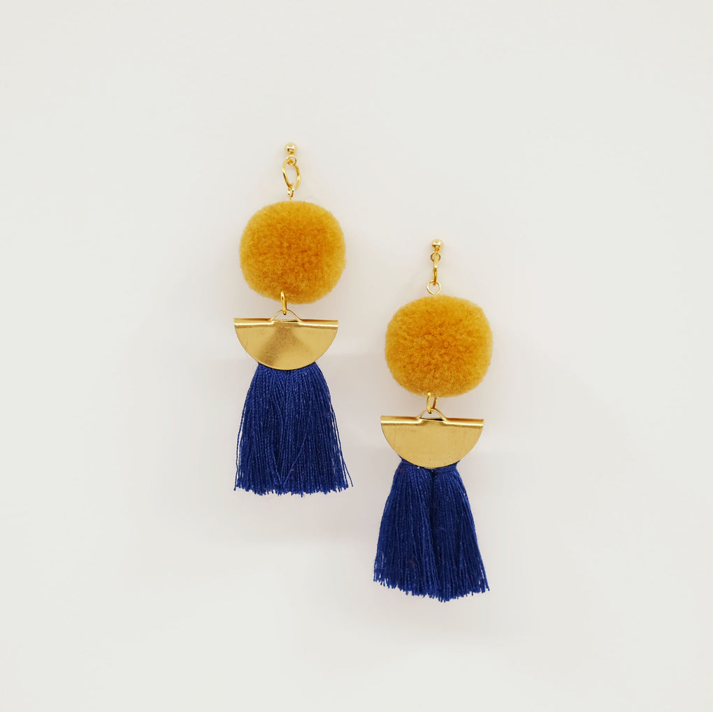 THE HONEY MOON POMPOM NAVY TASSEL 18K EARRINGS STUDS