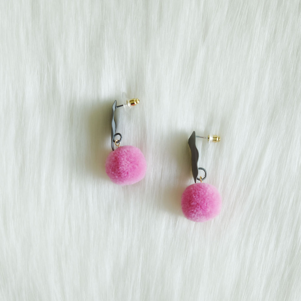 RAIN BRUSH STROKES SWEET PINK POMPOM GRAY STUD EARRINGS