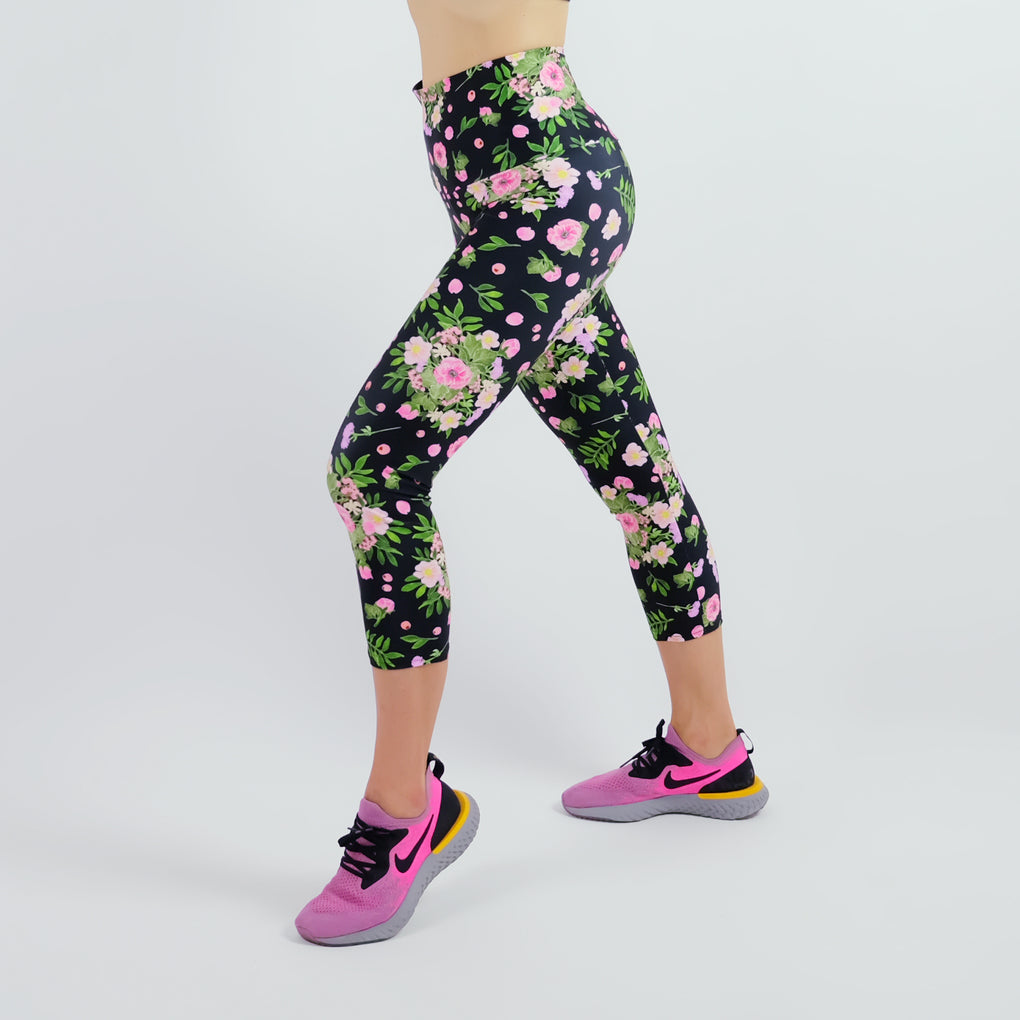 BOUQUET OF FLOWERS BLACK HIGH WAISTED YOGA SCULPTED CAPRI LEGGING