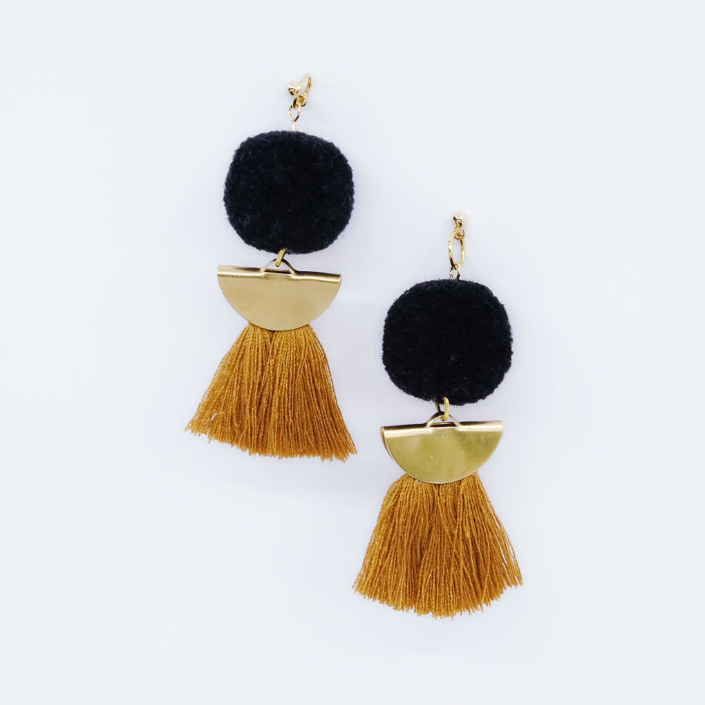 THE BLACK MOON POMPOM HONEY TASSEL 18K EARRINGS STUDS