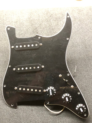 Lollar Flat Pole Stratocaster Pickups, wired harness in black pickguard