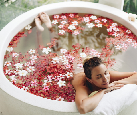 Woman-flower-bath-self-care-natureal