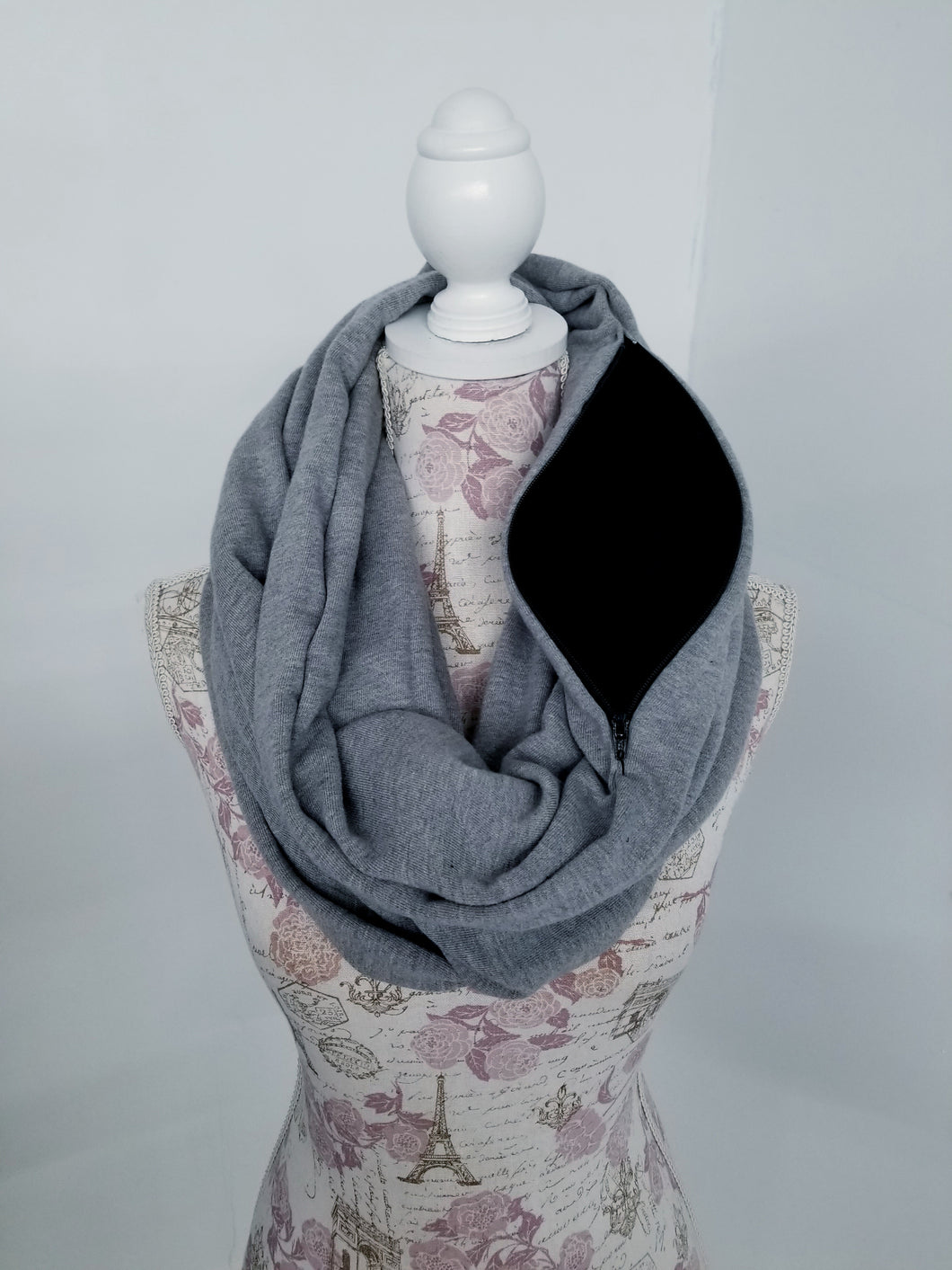 Snack Scarf - Heavy Gray with Black Pocket