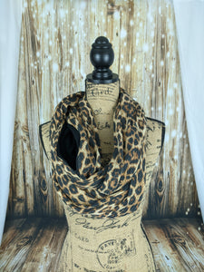 Snack Scarf - Leopard with Black Pocket