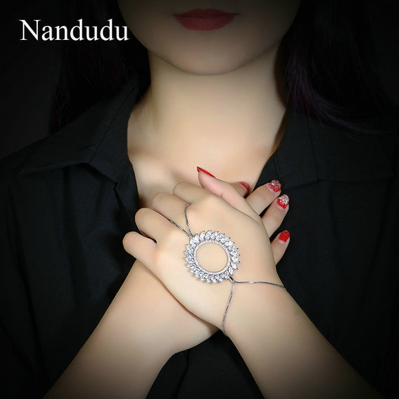 Nandudu Prong Setting AAA Zircon Slave Chain Palm Bracelet Women New Fashion Cuff Bangle Connect Finger Jewelry Gift R1846