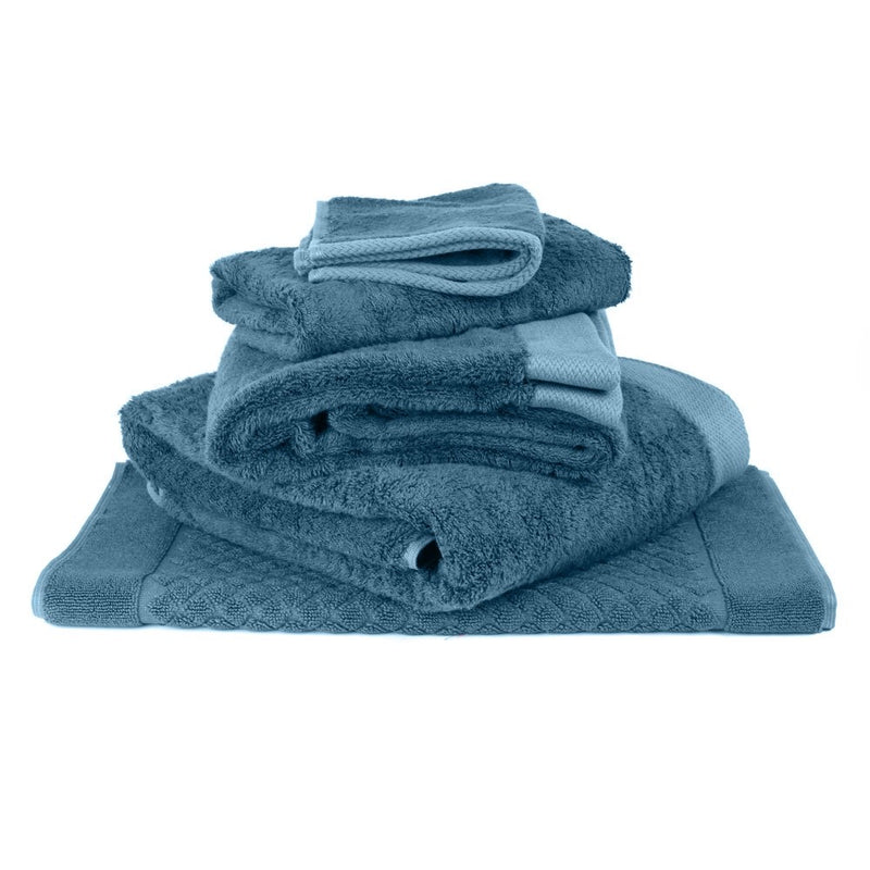 Indulge your senses with these superb bamboo and cotton towels by Baksana. Plush, super soft and superbly absorbent towels. Simply the best for bathrooms, beach and boating. Hypoallergenic, antimicrobial, anti static, eco friendly & sustainable bath linens in a great range of colours.
