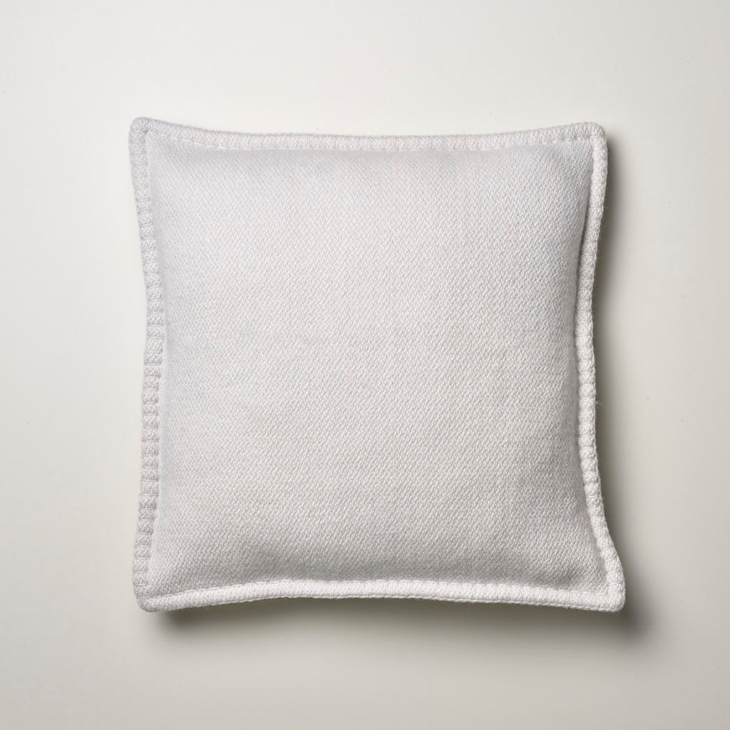 CASHMERE PILLOW WITH BLANKET STITCH ICEWHITE