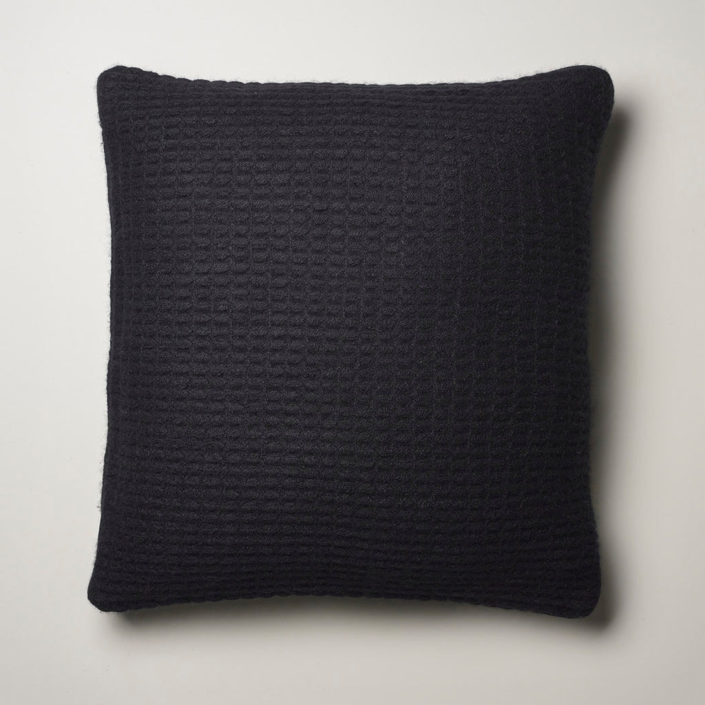 CASHMERE PILLOW WAFFLE WEAVE · BLACK