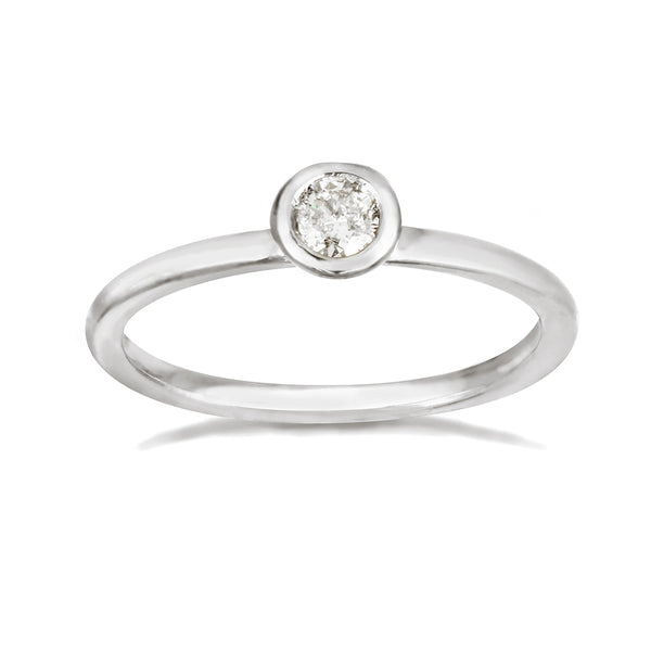 White gold engagement band with a solitaire white diamond.