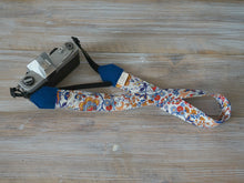Load image into Gallery viewer, Summer Flowers DSLR Camera Strap