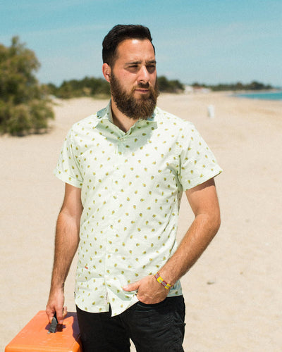 Brava Fabrics - Short Sleeve Shirts Men - Short Sleeve Men - Casual Shirts Men - Regular Fit - 100% Cotton - Green - Model Avocado Cocktail