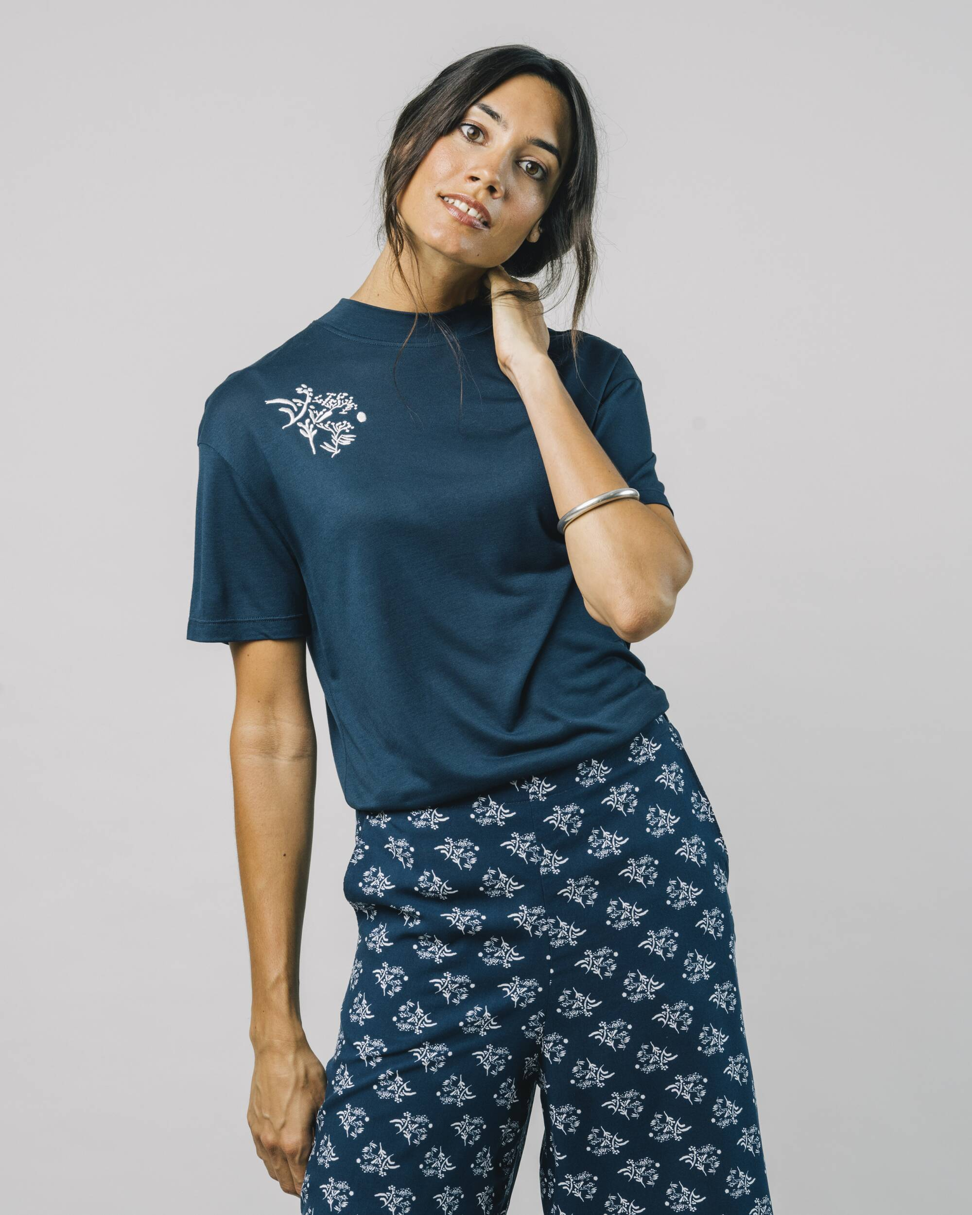 Discover our Blossom T-Shirt made of Ecovero Viscose. Fair & sustainable T-Shirts for Women by Brava Fabrics, ethically made in Portugal. ✓ Fair ✓ Sustainable