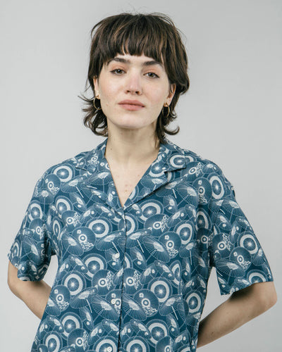 Brava Fabrics - Aloha Blouse - Printed Aloha Blouse - Hawaii Shirt Women - 100% Ecovero-Viscose - Model The Osaka Parasol