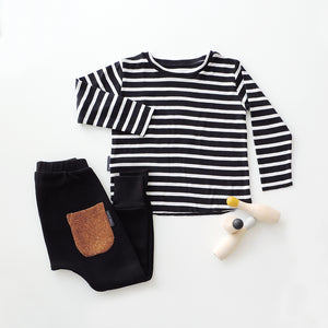 SET OF STRIPED T-SHIRT AND BLACK PANTS