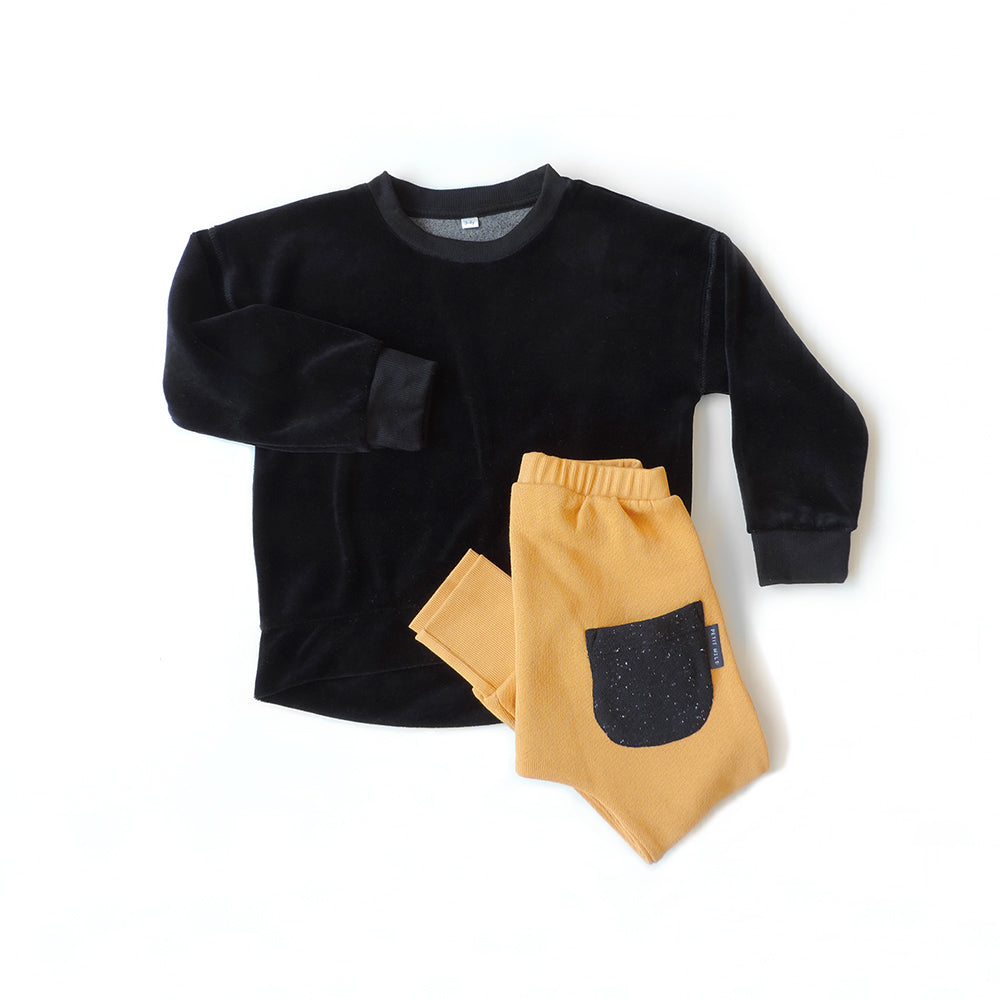 SET OF VELVET SWEATSHIRT AND HONEY PANTS