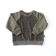 Load image into Gallery viewer, SWEATSHIRT OLIVE LEOPARD