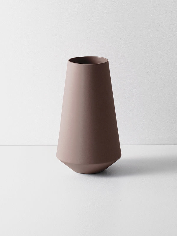 Sculpt Vase Well - Rust by fermLIVING