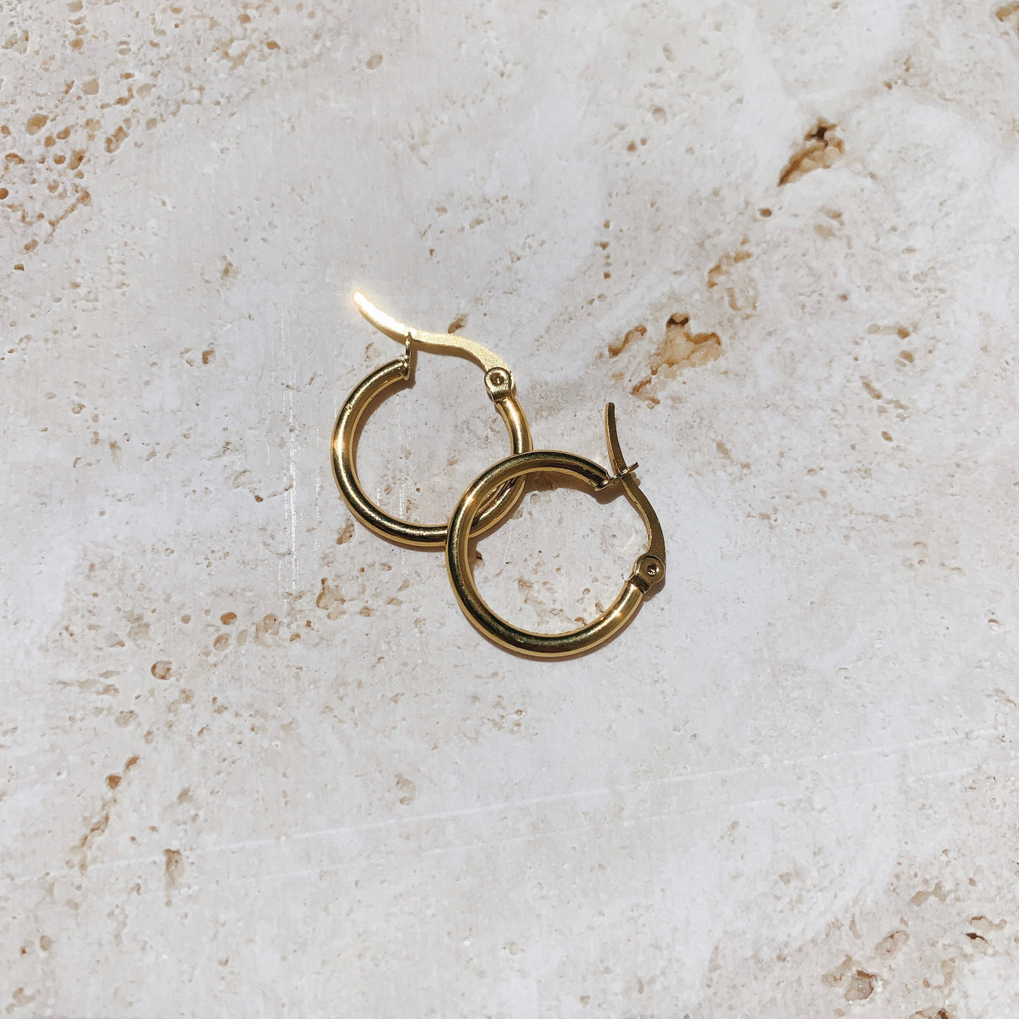 THE HANNY SMALL HOOPS GOLD