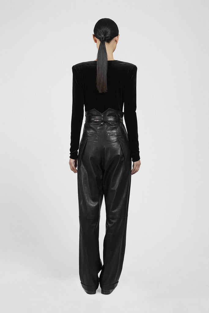 HEIGHT-WAISTED PLEATED LEATHER PANTS