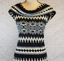 Load image into Gallery viewer, TAWNY--HACCI SWEATER KNIT