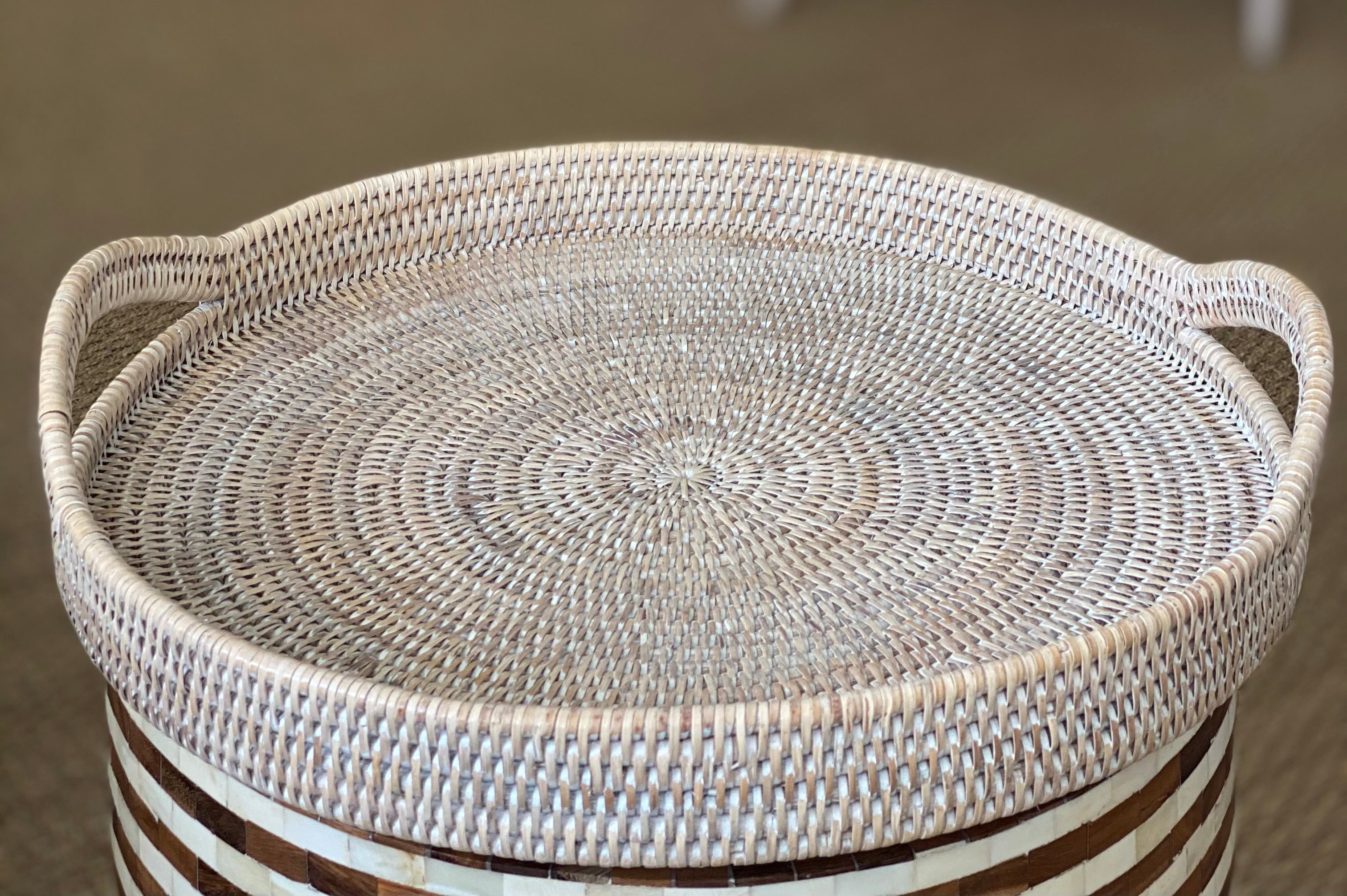 Round Tray with Curved Handle