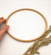 Load image into Gallery viewer, Wooden CIRCULAR Loom